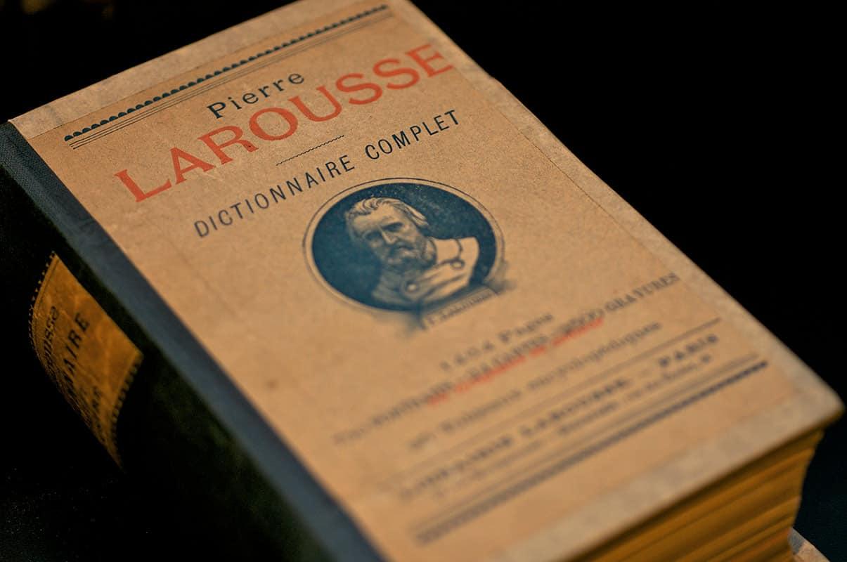 Mejora tu español siguiendo a Larousse en Twitter y/o Facebook