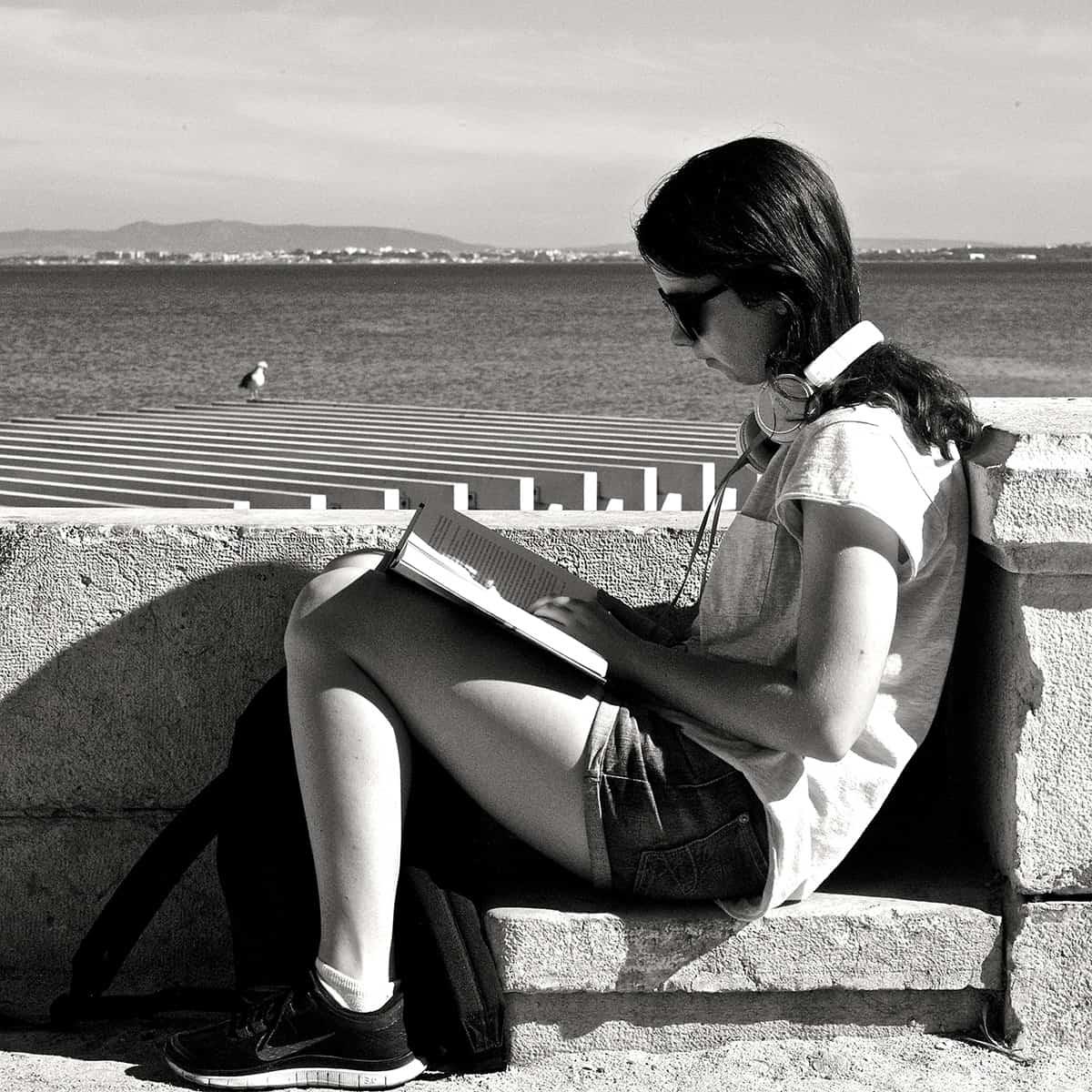 Lee frecuentemente, especialmente ficción, y se más empático, más curioso y mejor relator