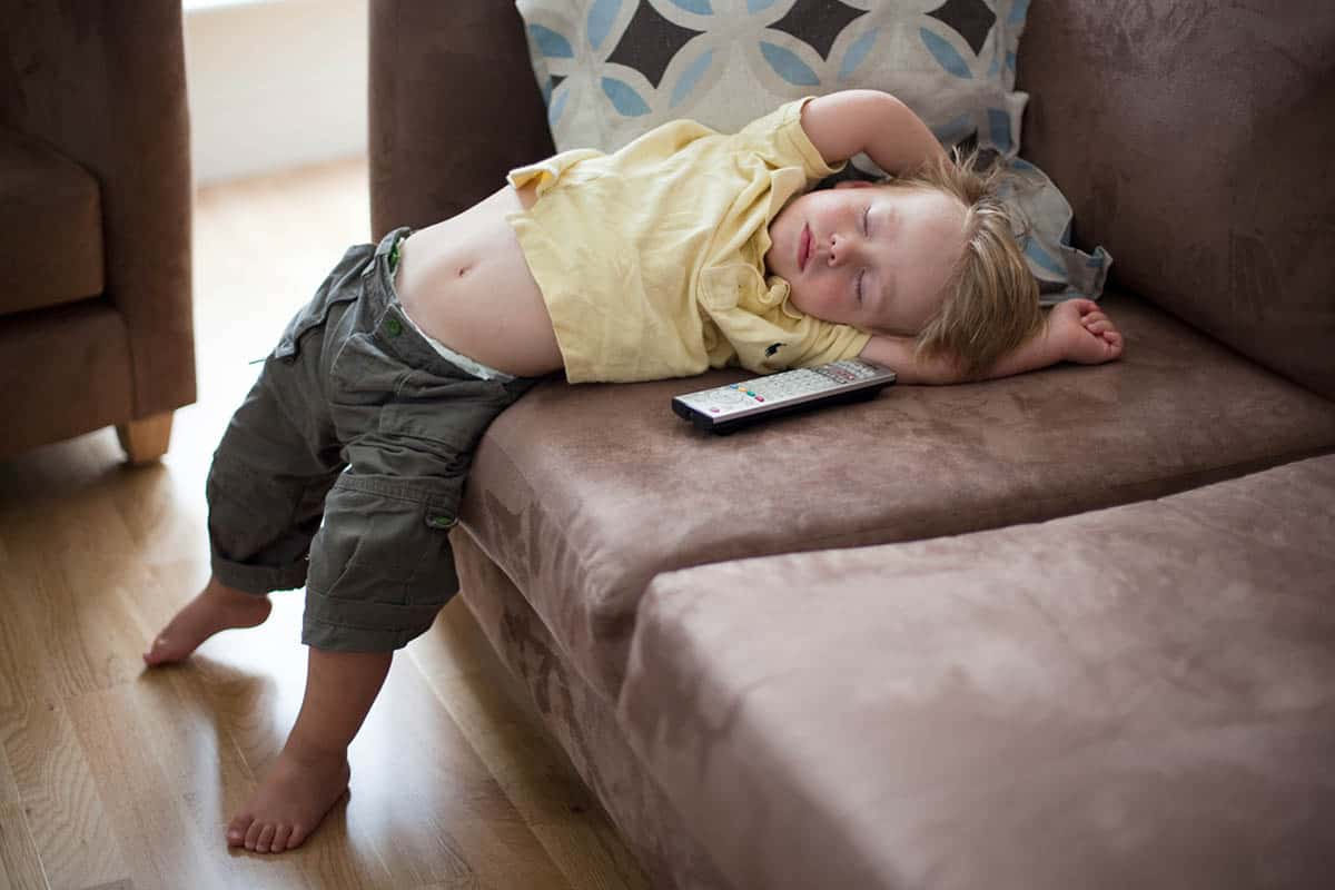Duerme con la televisión y las luces apagadas y se menos propenso a depresiones
