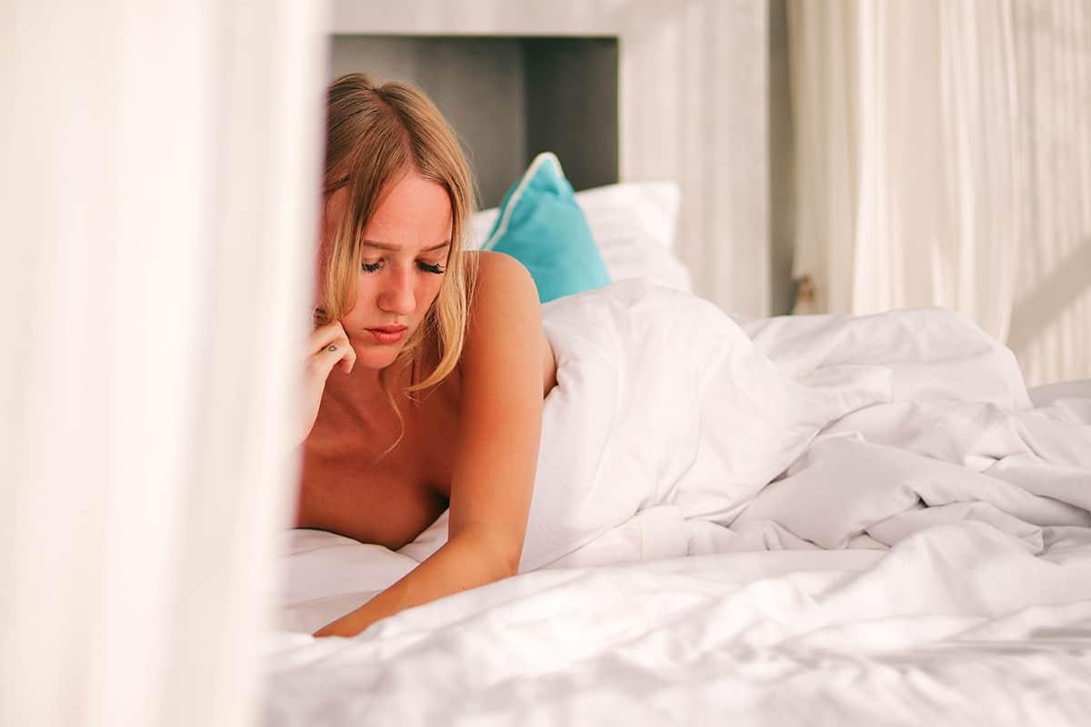 Mejora tus relaciones sexuales con tu pareja yendo a la cama A DORMIR después de trabajar